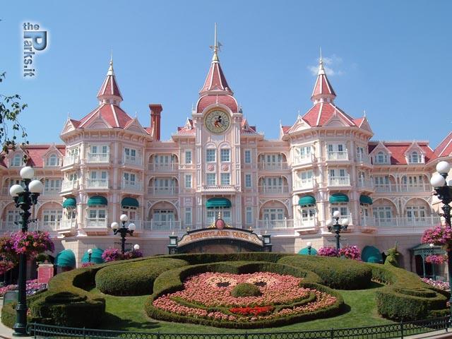 Disneyland Paris (Resort) Evacuazione in corso o falso allarme?